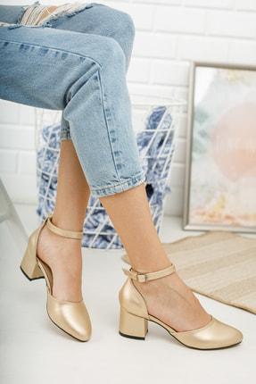 MERVE BAŞ Kadın Dore Cilt Bilekten Tek Bant Kalın Topuklu Klasik Ayakkabı 1
