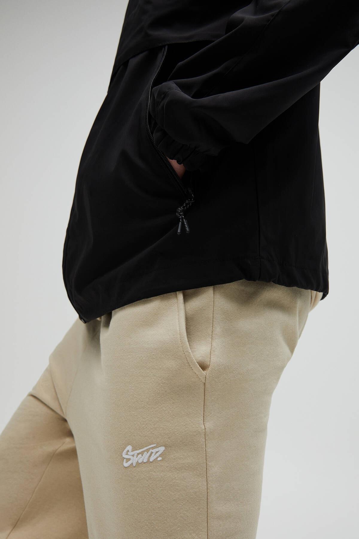 Pull & Bear Erkek Siyah Kapüşonlu Hafif Yağmurluk 04711547 4