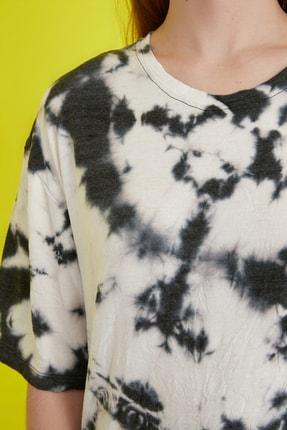 TRENDYOLMİLLA Çok Renkli Batik Desen Loose Örme T-Shirt TWOSS21TS0978 3