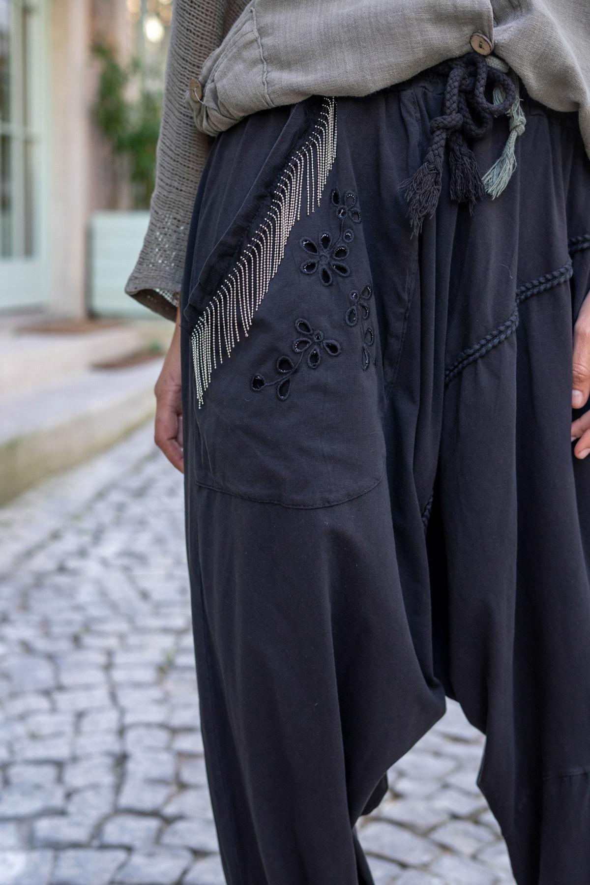 Güneşkızı Kadın Siyah Yıkamalı Zincir Detaylı Brode Detaylı Şalvar Pantolon GK-RSD2025 1