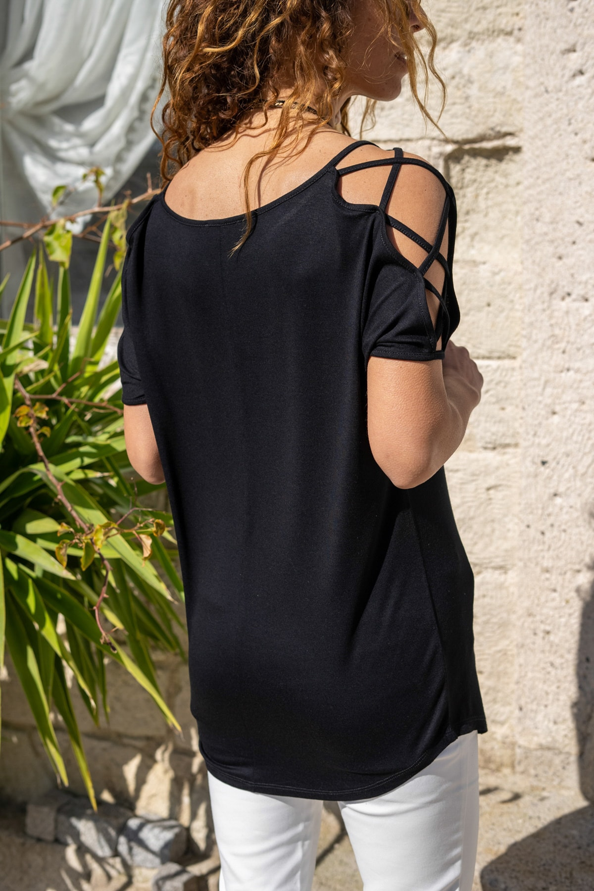 Güneşkızı Kadın Siyah Omzu Çarpraz Bantlı Salaş T-Shirt GK-JR400 1