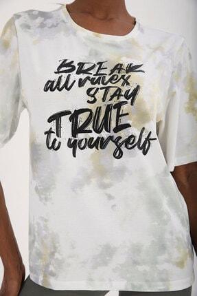 Tommy Life Sarı Kadın Yazı Baskılı Batik Desenli Oversize O Yaka T-shirt - 97125 1