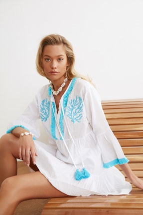 TRENDYOLMİLLA Beyaz Boncuk Nakışlı Vual Plaj Elbisesi TBESS21EL1351 1