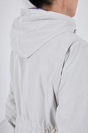 Escetic Kadın Ekru Yağmurluk Ceket 2