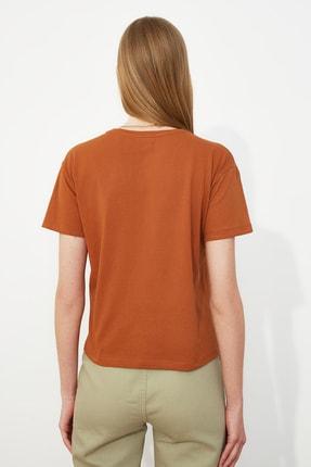 TRENDYOLMİLLA Tarçın Nakışlı Semifitted Örme T-Shirt TWOSS21TS0098 3