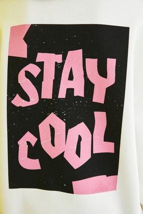 TRENDYOLMİLLA Ekru Uzun Oversize Sırt Baskılı Örme Sweatshirt TWOAW21SW0028 3