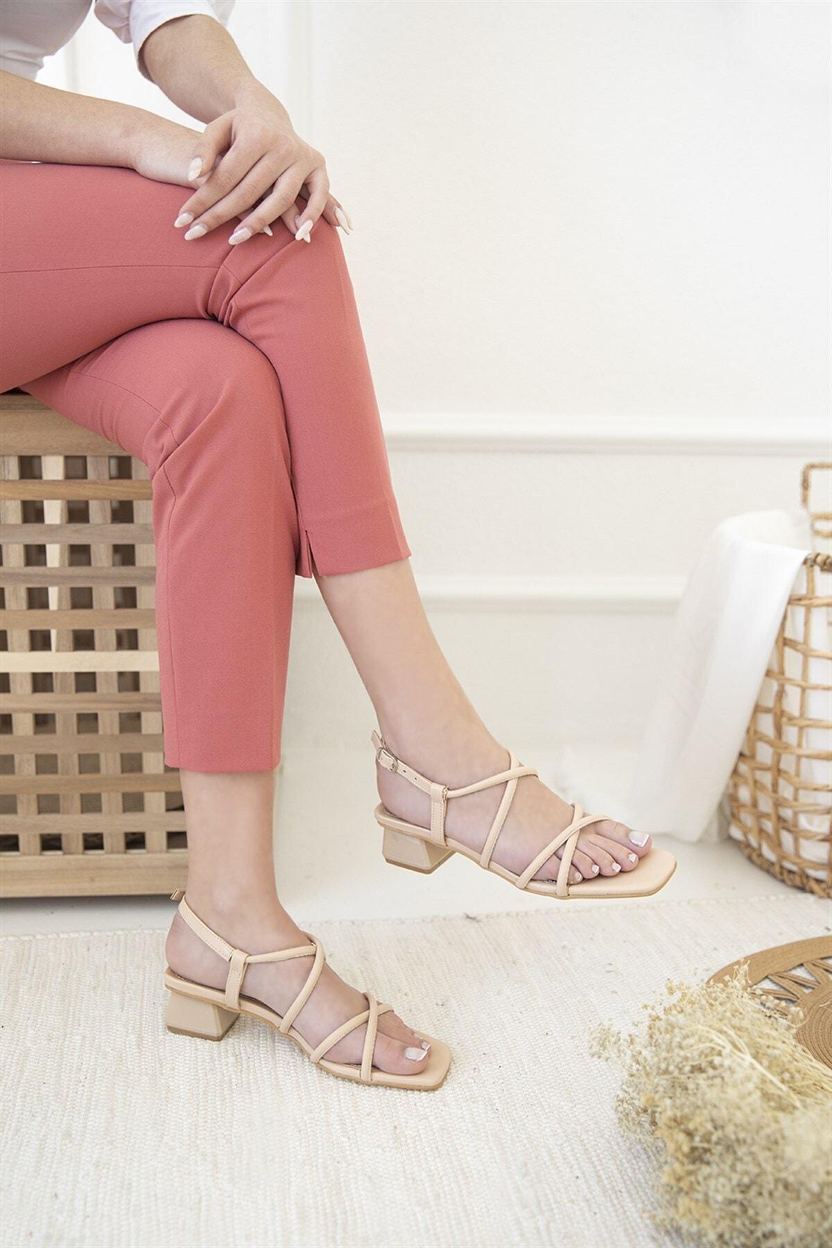 Kadın Ten Rico Topuklu Küt Burun Deri Sandalet