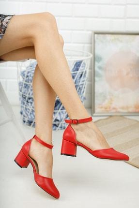 MERVE BAŞ Kadın Kırmızı Cilt Bilekten Tek Bant Kalın Topuklu Klasik Ayakkabı 1