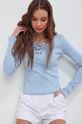 Trend Alaçatı Stili Kadın Mavi Kuş Gözlü Yakası Bağcıklı Fitilli Bluz ALC-X5883 2