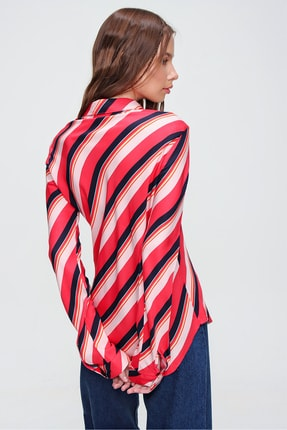Trend Alaçatı Stili Kadın Kırmızı Verev Çizgi Desenli Basic Viscon Dokuma Gömlek ALC-X5854 2