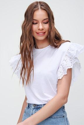 Trend Alaçatı Stili Kadın Beyaz Güpür Kollu Vatkalı Bluz ALC-X5939 3