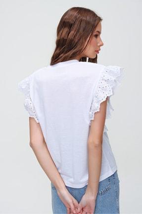 Trend Alaçatı Stili Kadın Beyaz Güpür Kollu Vatkalı Bluz ALC-X5939 4
