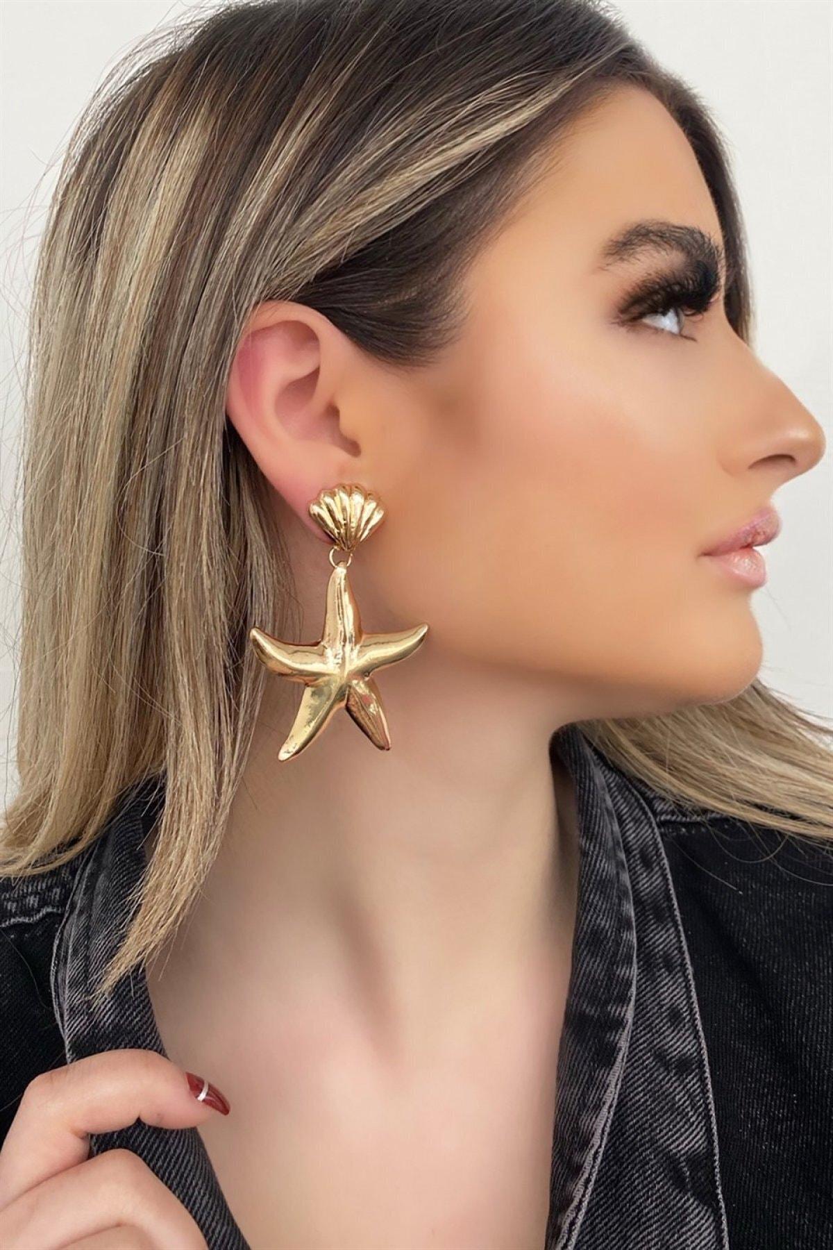 Kadın Altın Renk Yıldız Tasarım Sallantılı Küpe