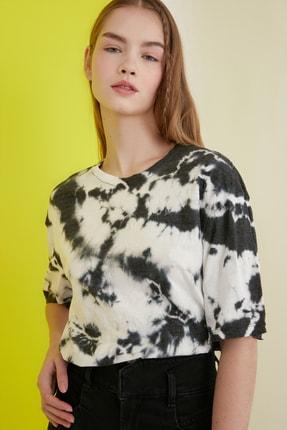 TRENDYOLMİLLA Çok Renkli Batik Desen Loose Örme T-Shirt TWOSS21TS0978 1