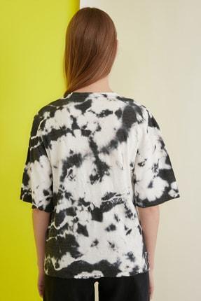 TRENDYOLMİLLA Çok Renkli Batik Desen Loose Örme T-Shirt TWOSS21TS0978 4
