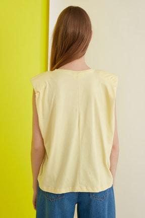 TRENDYOLMİLLA Sarı Friends Lisanslı Baskılı Vatkalı Örme T-Shirt TWOSS21TS0017 4