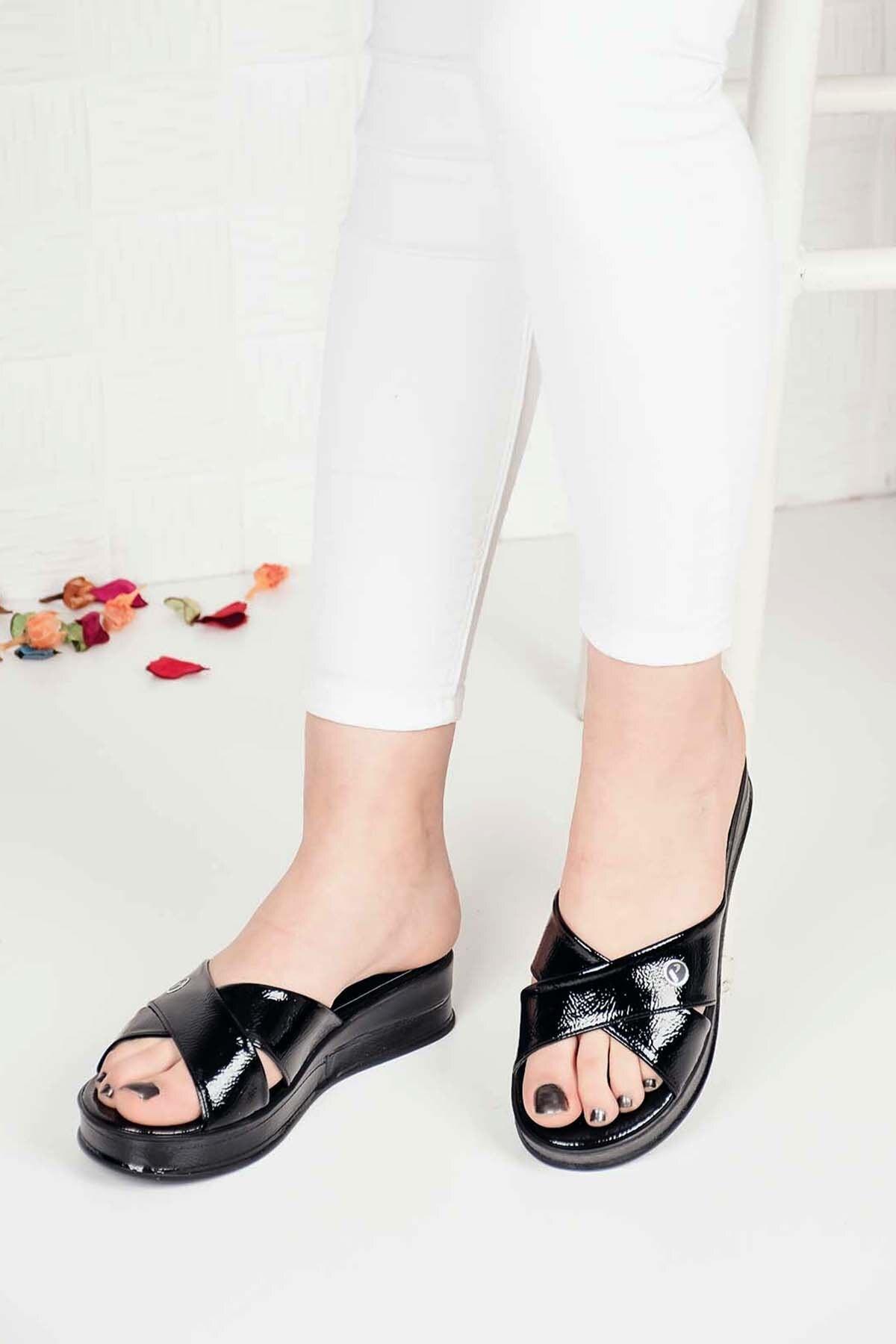 Kadın Siyah Çapraz Rugan Taşlı Sandalet Terlik Ba20458