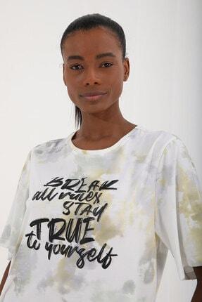 Tommy Life Sarı Kadın Yazı Baskılı Batik Desenli Oversize O Yaka T-shirt - 97125 4