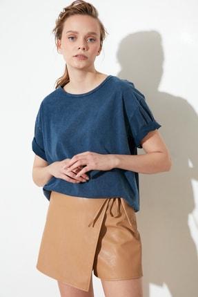 TRENDYOLMİLLA Indigo Yıkamalı ve Varak Baskılı Boyfriend Örme T-Shirt TWOSS21TS0854 1