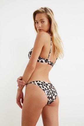 TRENDYOLMİLLA Leopar Desenli Normal Bel Bikini Altı TBESS21BA0055 1