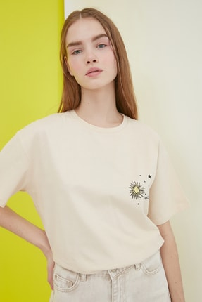 TRENDYOLMİLLA Bej Baskılı Boyfriend Örme T-Shirt TWOSS21TS0800 0