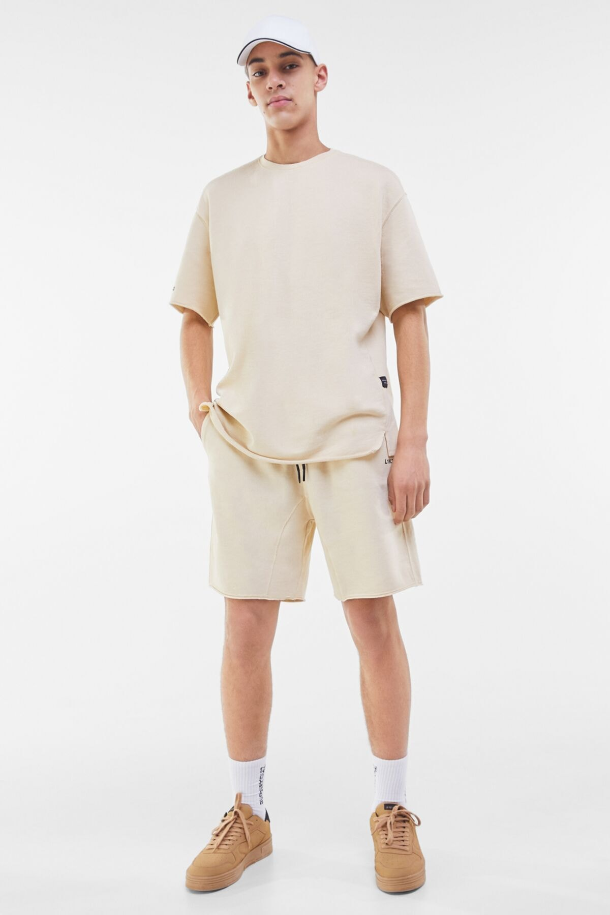 Bershka Erkek Kum Rengi Soluk Efektli Pamuklu T-Shirt 02406240 3