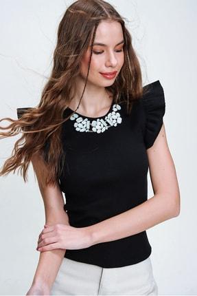 Trend Alaçatı Stili Kadın Siyah Metal Aksesuarlı Kolu Fırfırlı Kaşkorse Bluz ALC-X5978 3
