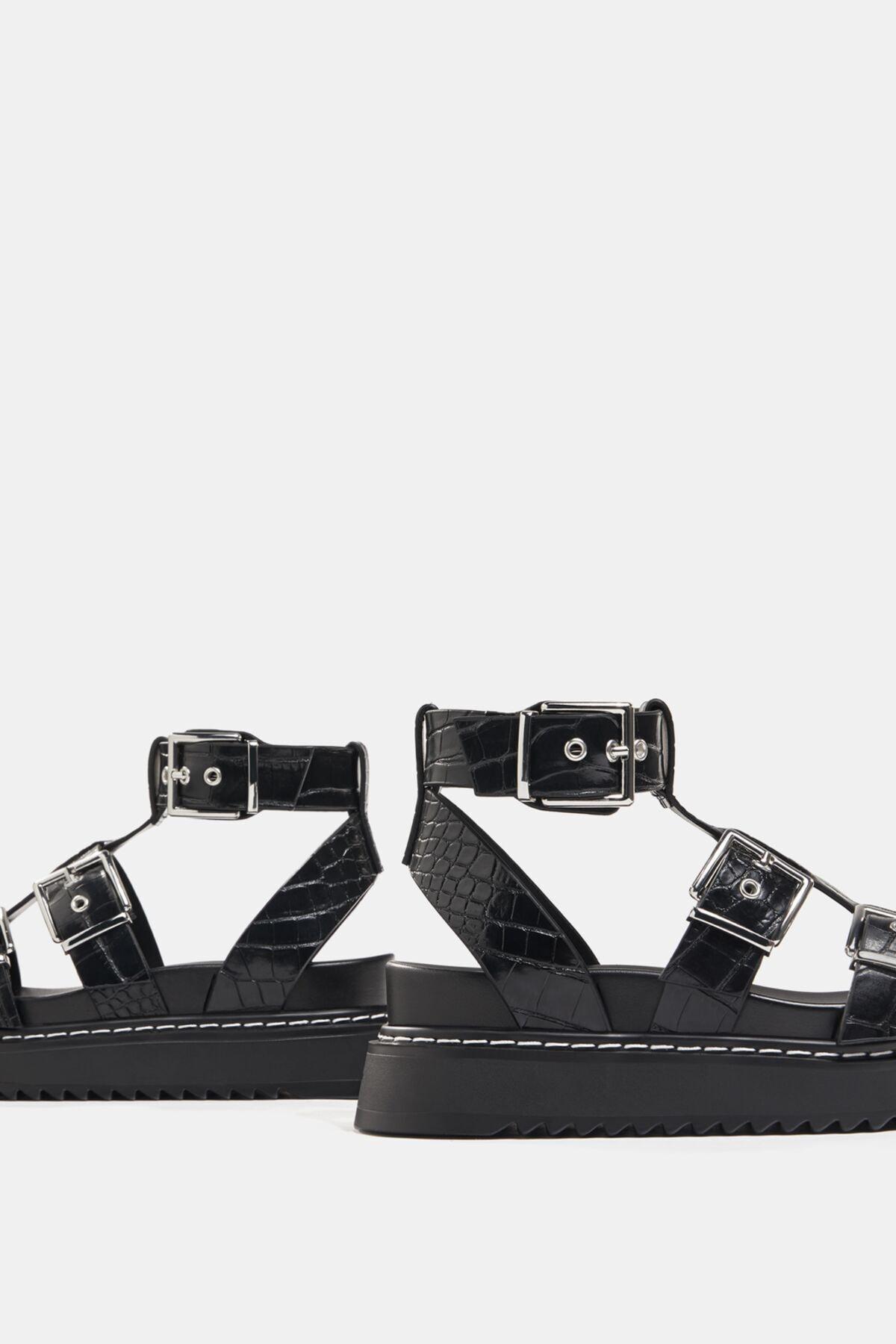 Bershka Kadın Tokalı Ve Kabartma Desenli Platform Sandalet. 4