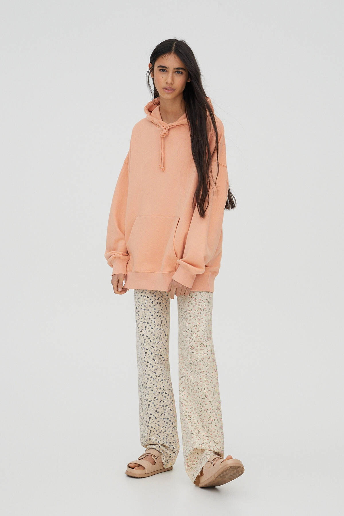 Pull & Bear Kadın Açık Somon Kanguru Cepli Kapüşonlu Oversize Sweatshirt 04591369 1