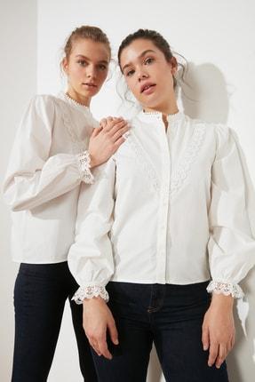 TRENDYOLMİLLA Beyaz İşlemeli Gömlek TWOAW21GO0077 0