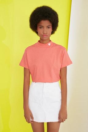 TRENDYOLMİLLA Turuncu Nakışlı Dik Yaka Basic Örme T-Shirt TWOSS21TS1284 3