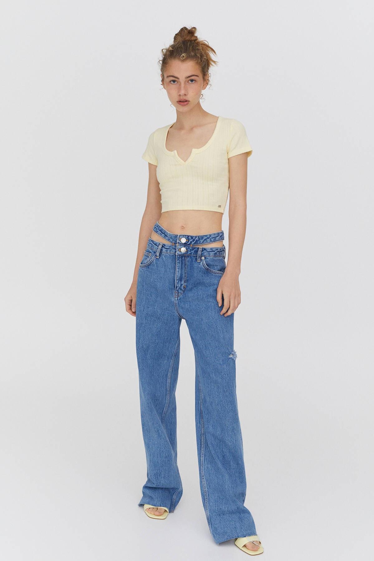 Pull & Bear Kadın Sarı Açıklık Detaylı Yakalı T-Shirt 1