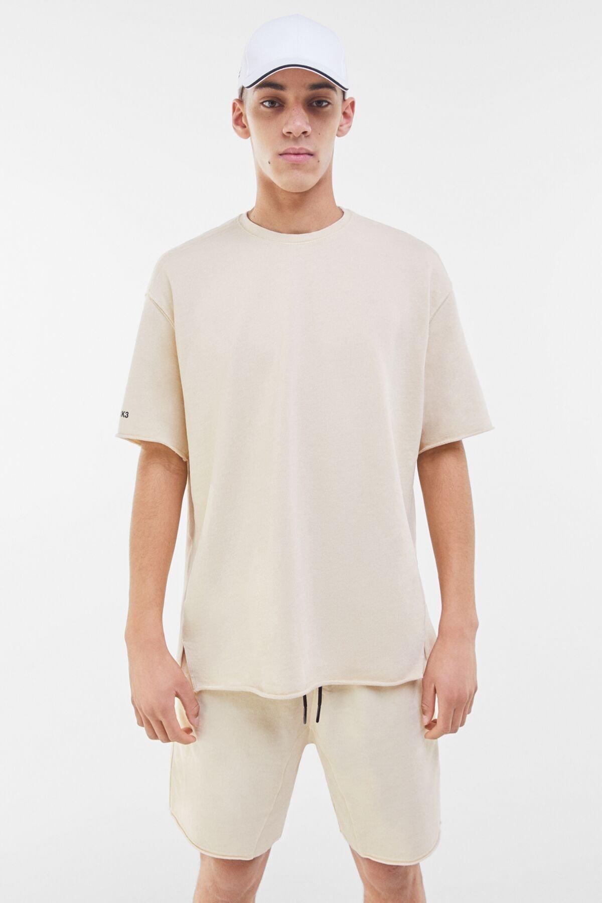 Bershka Erkek Kum Rengi Soluk Efektli Pamuklu T-Shirt 02406240 0