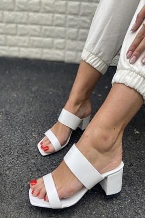 İnan Ayakkabı Kadın Beyaz Ince Ve Kalın Bant Detaylı Topuklu Terlik 1