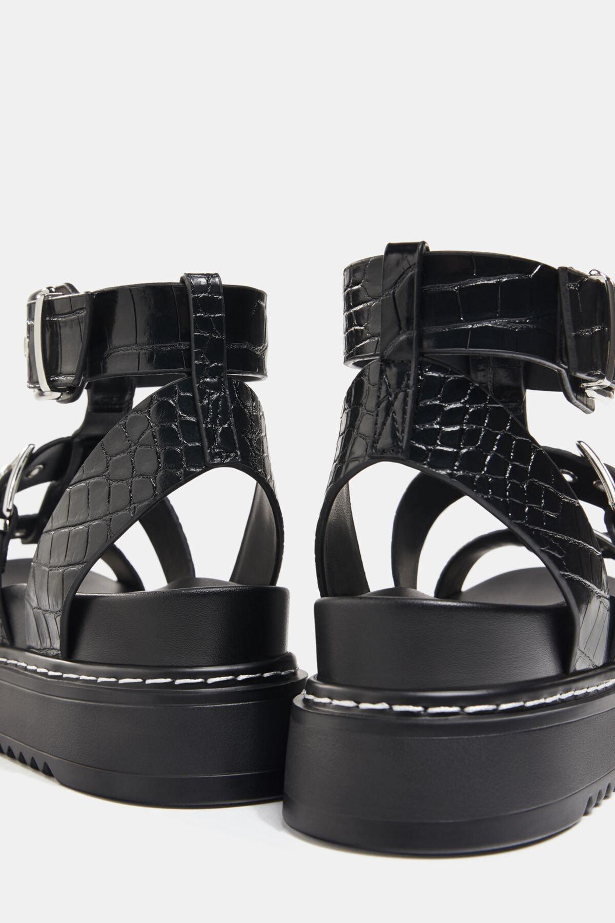 Bershka Kadın Tokalı Ve Kabartma Desenli Platform Sandalet. 3