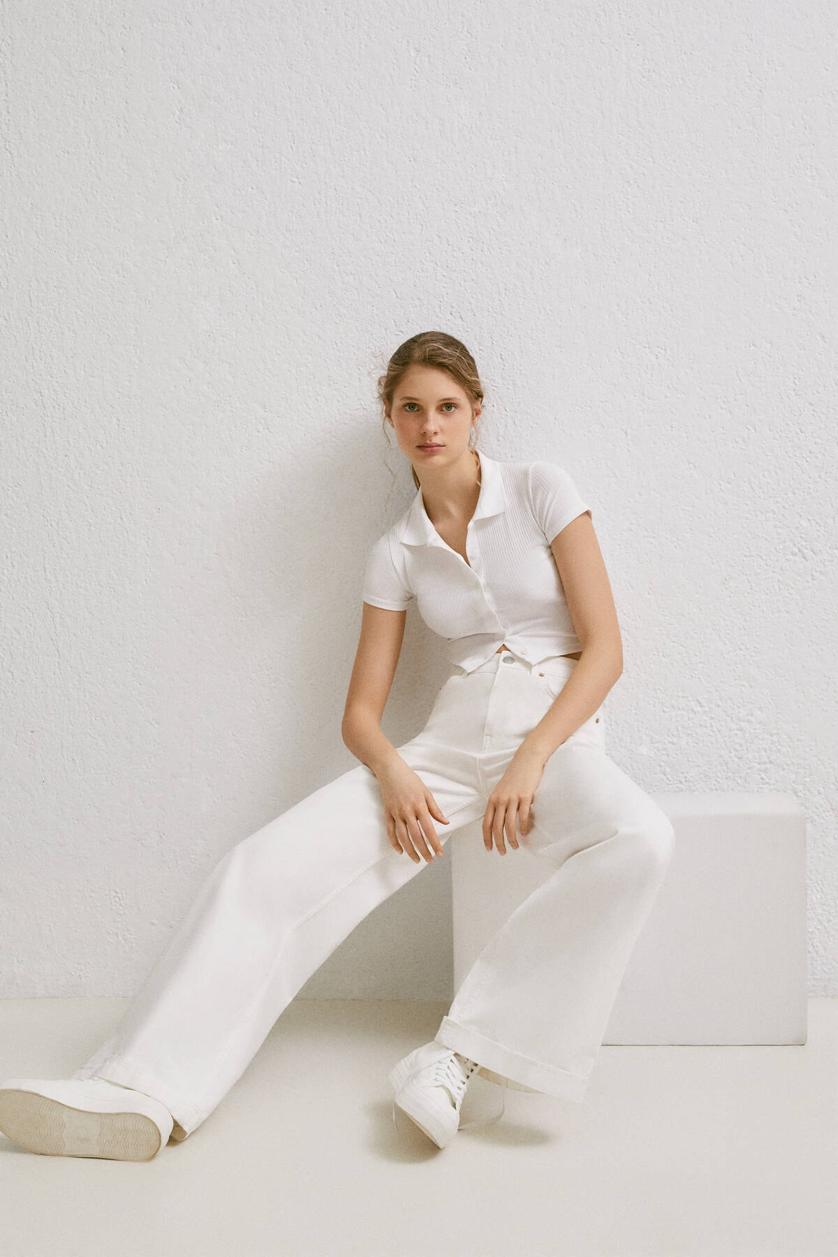 Pull & Bear Kadın Beyaz Düğmeli Kısa Kollu Polo T-Shirt 04240368 4