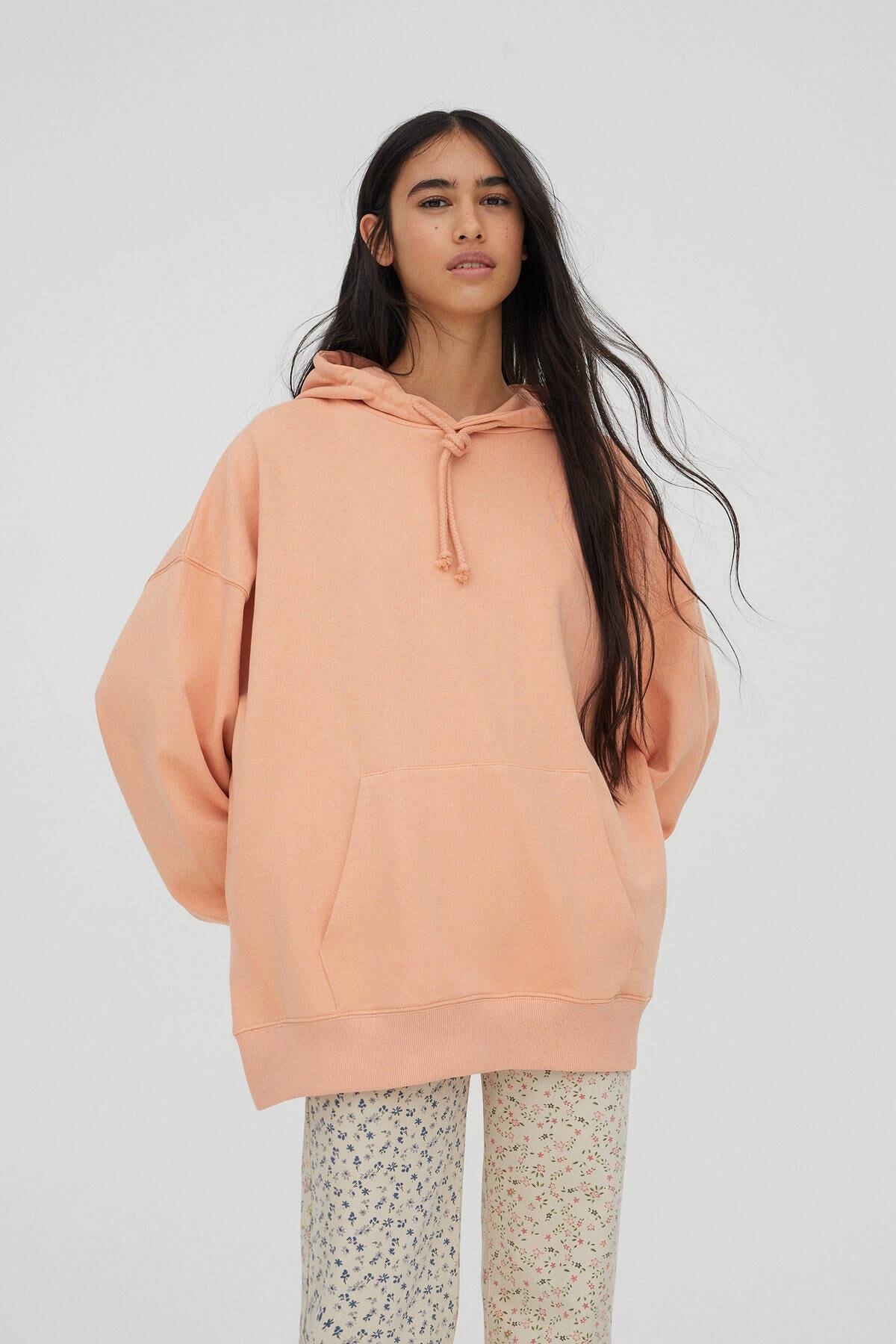 Pull & Bear Kadın Açık Somon Kanguru Cepli Kapüşonlu Oversize Sweatshirt 04591369 0
