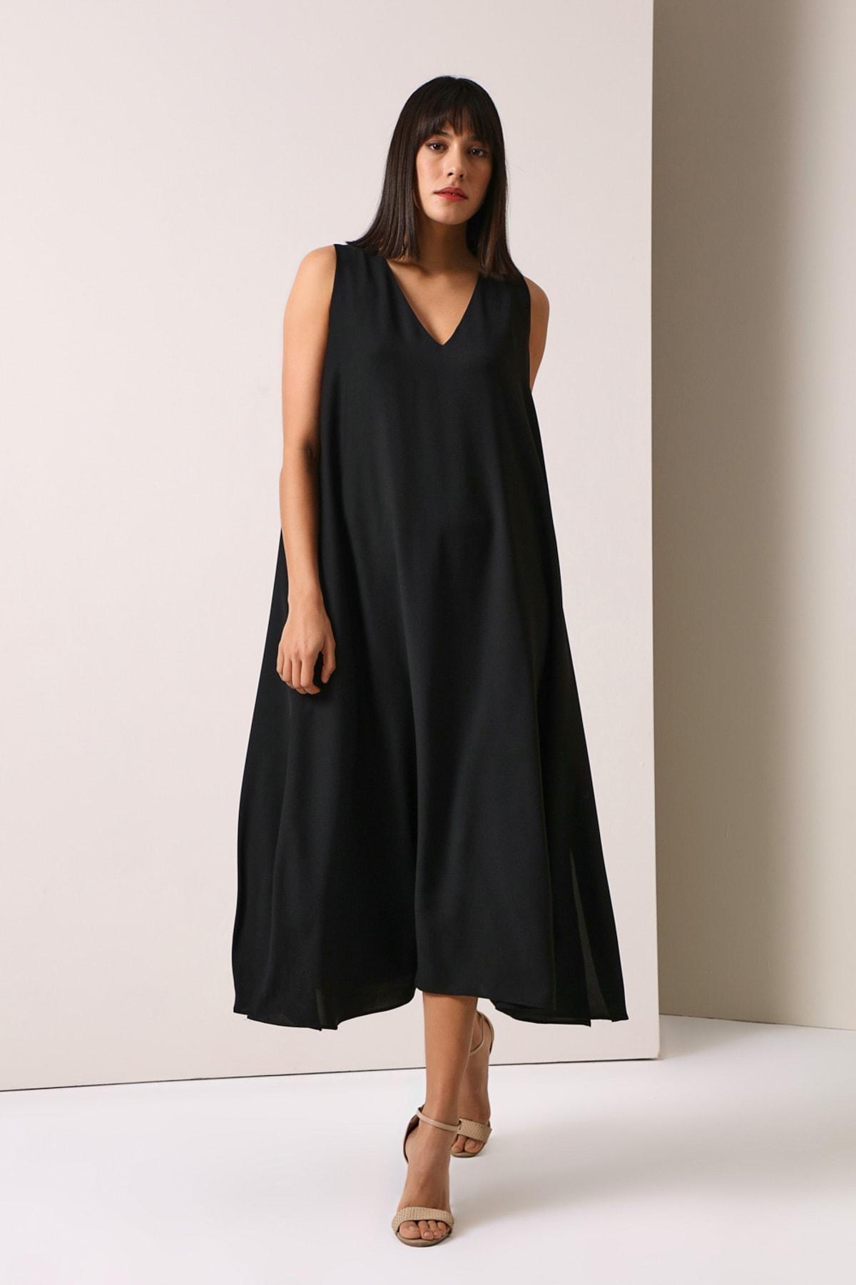 V Yakalı Uzun Elbise - Siyah