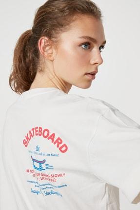 TRENDYOLMİLLA Beyaz Sırt Baskılı Boyfriend Spor T-Shirt TWOSS21TS1330 2