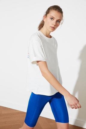 TRENDYOLMİLLA Beyaz Sırt Baskılı Boyfriend Spor T-Shirt TWOSS21TS1330 4