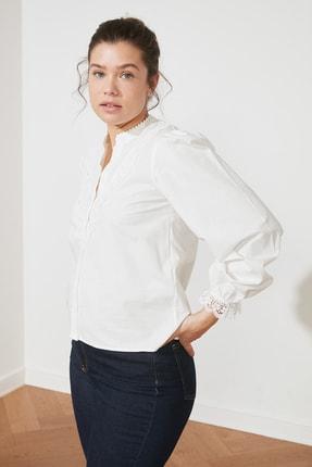 TRENDYOLMİLLA Beyaz İşlemeli Gömlek TWOAW21GO0077 4