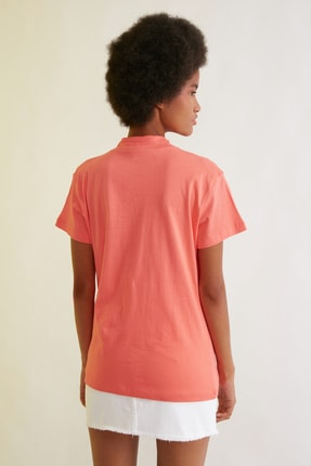 TRENDYOLMİLLA Turuncu Nakışlı Dik Yaka Basic Örme T-Shirt TWOSS21TS1284 4