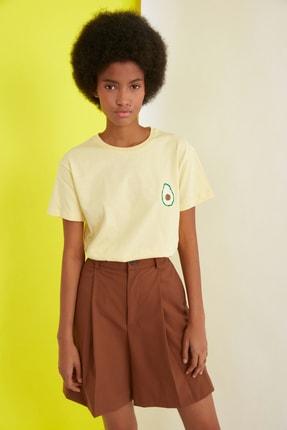 TRENDYOLMİLLA Sarı Semifitted Baskılı Örme T-Shirt TWOSS21TS0338 3