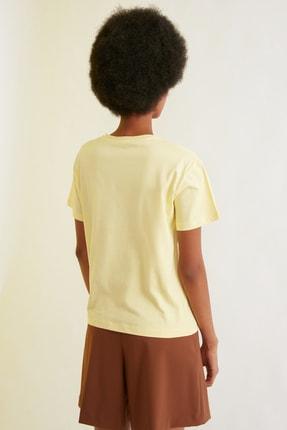 TRENDYOLMİLLA Sarı Semifitted Baskılı Örme T-Shirt TWOSS21TS0338 4