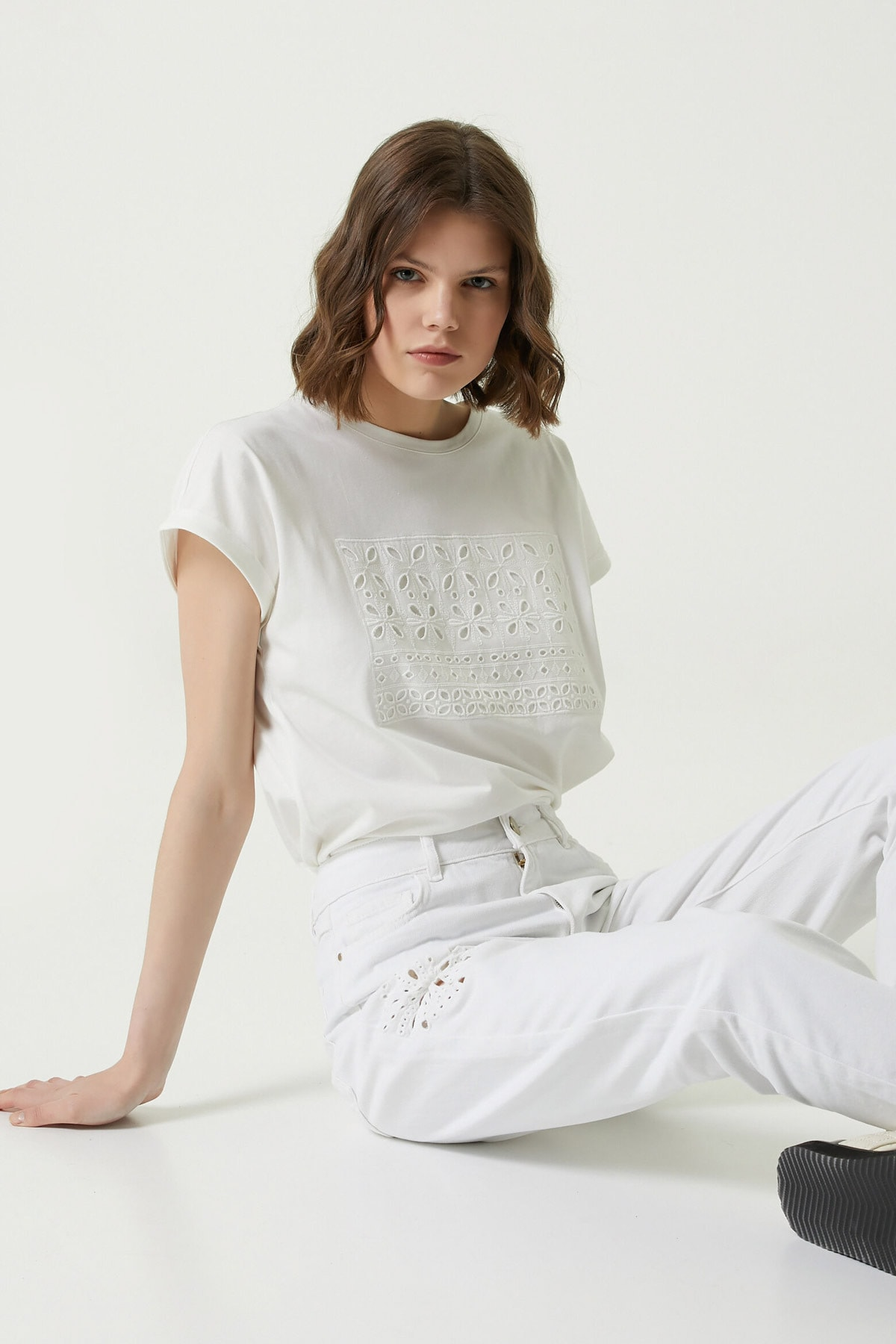 Kadın Basic Fit Beyaz Garnili T-shirt 1079440
