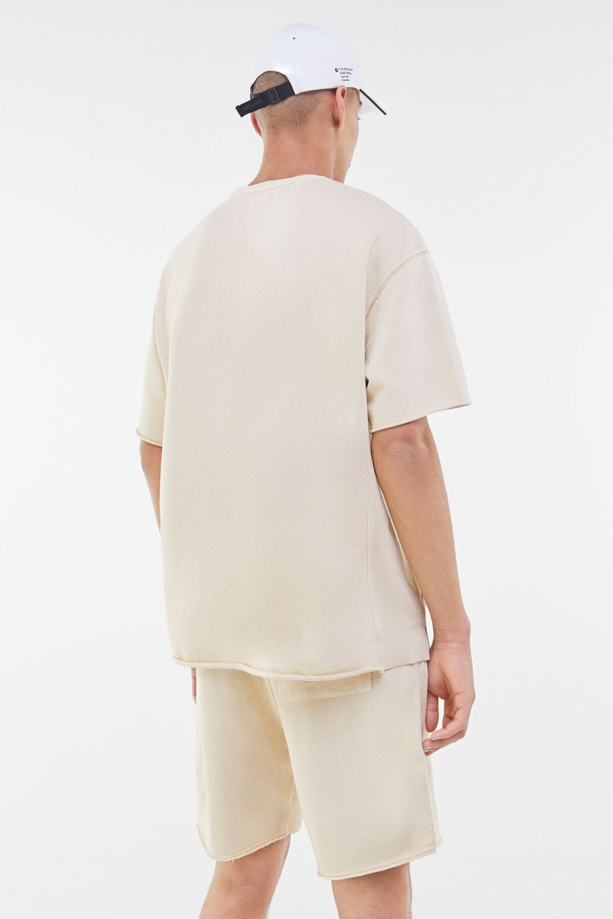 Bershka Erkek Kum Rengi Soluk Efektli Pamuklu T-Shirt 02406240 1