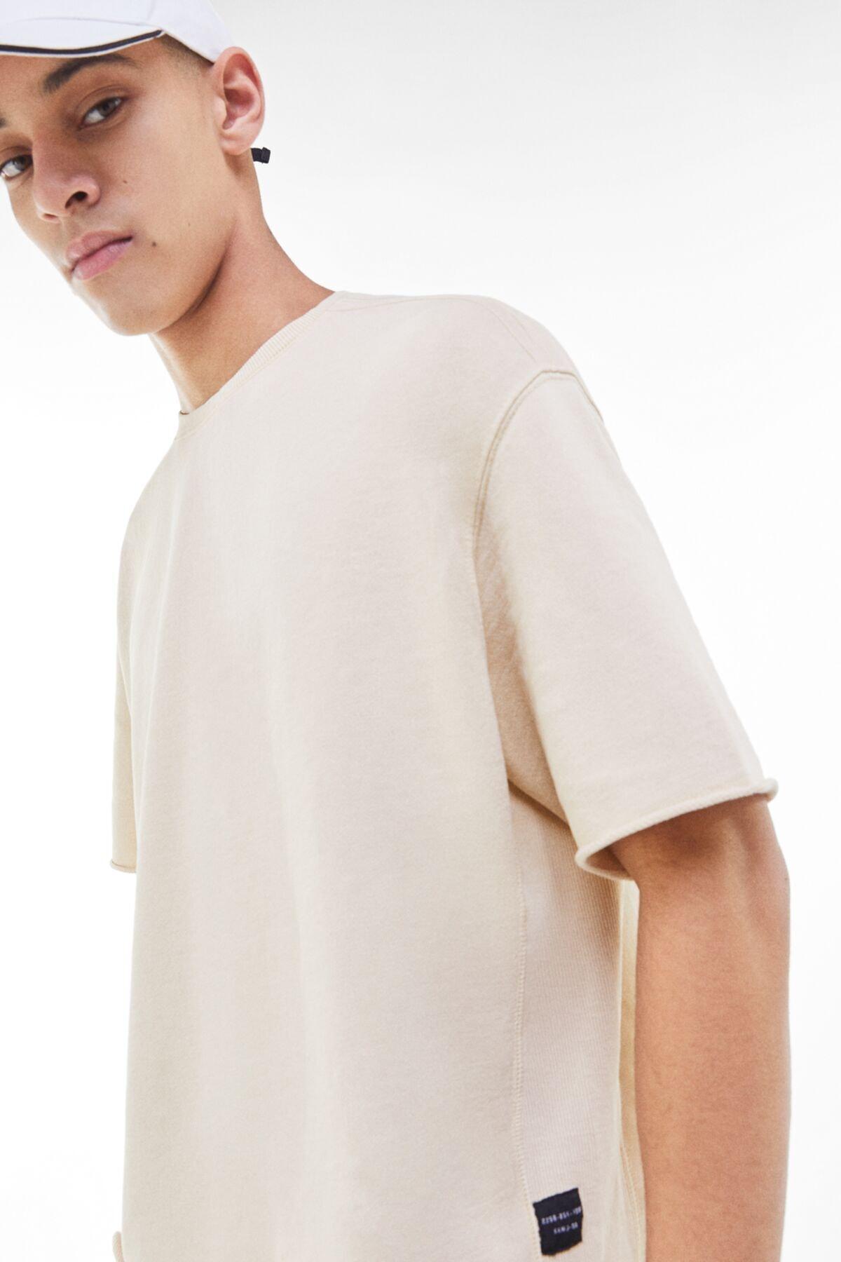 Bershka Erkek Kum Rengi Soluk Efektli Pamuklu T-Shirt 02406240 2