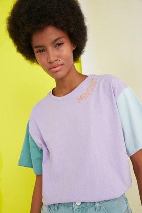 TRENDYOLMİLLA Lila Nakışlı Boyfriend Örme T-Shirt TWOSS21TS0141 2