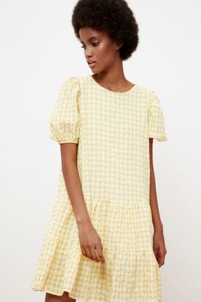 TRENDYOLMİLLA Sarı Kareli Balon Kollu Elbise TWOSS21EL1570 2