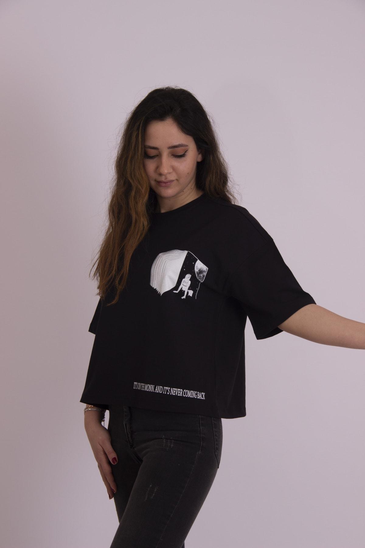 Kadın Oversize Crop Kitap Baskılı Tişört